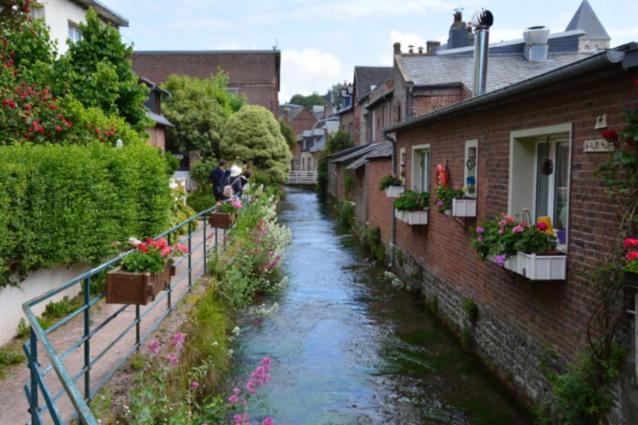 Veules-les-Rose et sa plus petite rivière de France  -Illustration © Ville de Veules