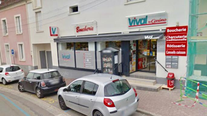 Le magasin était sur le point de fermer lorsque les deux malfaiteurs ont fait irruption - Illustration @ Google Maps