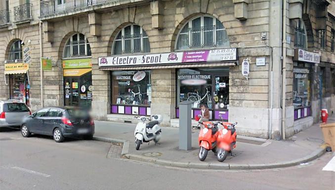 L'individu, muni d'un coupe-boulon, avait tenté de dérober un vélo électrique devant ce magasin du quai du Havre, le 19 juin dernier - Illustration © Google Maps