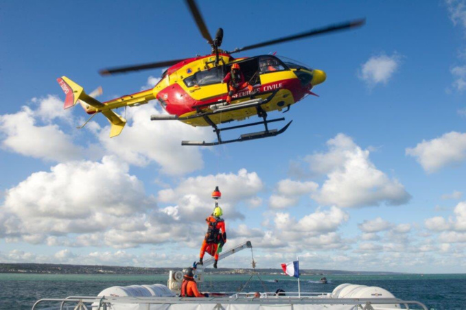 Les deux adolescents ont été récupérés par l'hélicoptère de la sécurité civile - Illustration @ préfecture maritime