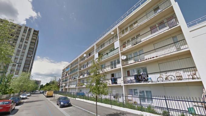 Le quadragénaire menaçait de se jeter dans le vide depuis le 4ème étage de cet immeuble au Val-Fourré - Illustration
