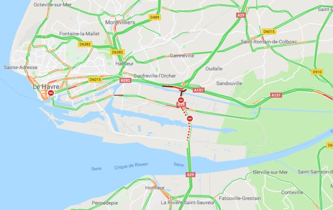Seine-Maritime : un camion transportant 30 tonnes de lait en poudre se renverse sur l'A29