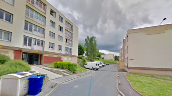 L'enfant est tombée du troisième étage par la fenêtre de l'appartement familial, rue Henri-Barbusse à Grand-Couronne - Illustration