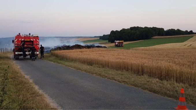 Les sapeurs-pompiers ont mobilisés trois engins pour éteindre le feu et l'empêcher de se propager à l'ensemble du champ - Photo d'illustration © infonormandie