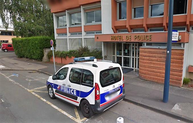 Le braqueur est venu à l'hôtel de police pour se constituer prisonnier - Illustration