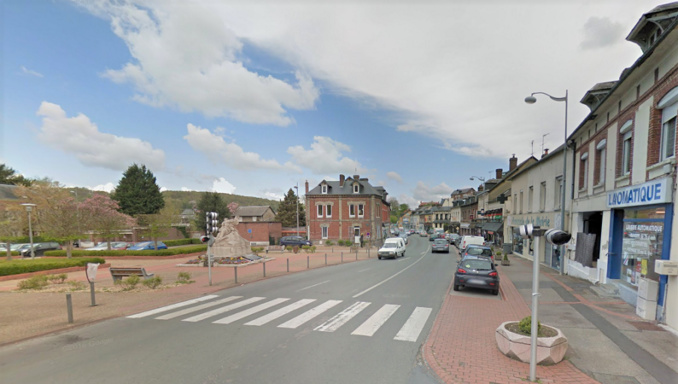 Rue du Général de Gaulle, près de la mairie : l'enfant a été renversé dans des circonstances que l'enquête devra établir - illustration © Google Maps