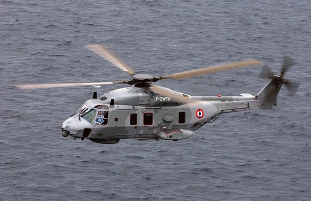 La victime a été évacuée à bord de l'hélicoptère de la Marine nationale vers un hôpital de Cherbourg - illustration @ Marine nationale