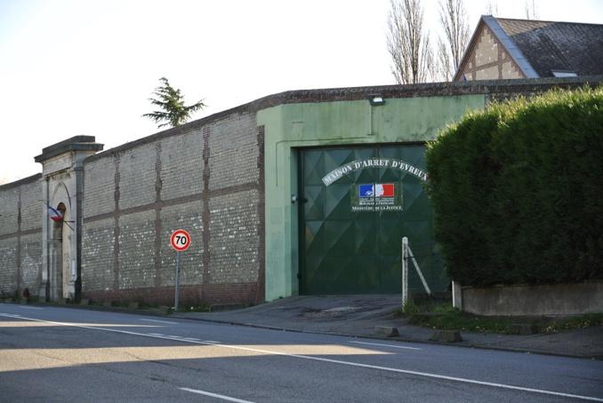 Prison d'Evreux : les policiers font avorter une tentative de parachutage