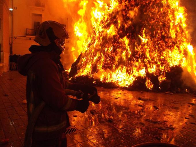Une cinquantaine de pompiers ont lutté plusieurs heures pour venir à bout du sinistre - Illustration @ Pixabay