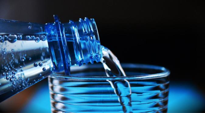 La préfecture recommande de boire de l'eau en bouteille - Illustration © Pixabay