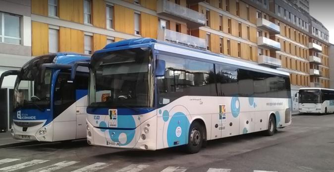 Des vitres ont été cassées sur treize bus - Illustration © DR