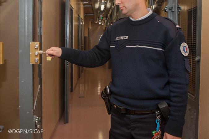 Le quadragénaire s'est retrouvé en cellule pour avoir outragé les policiers - illustration