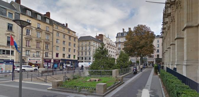 Place du Maréchal Foch, à Rouen, près du palais de justice - illustration