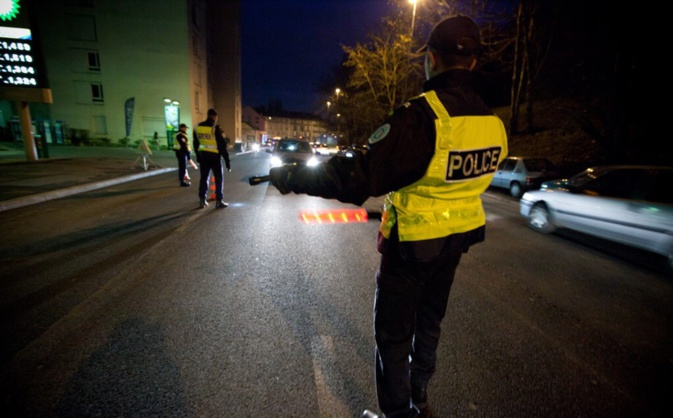 Ivre, l'automobiliste a refusé de s'arrêter au contrôle de police - Illustration © DGPN