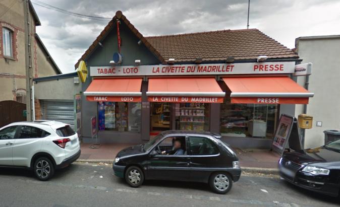 Les malfaiteurs ont enfoncé le rideau métallique du garage attenant qui serrt de réserve - Illustration © Google Maps