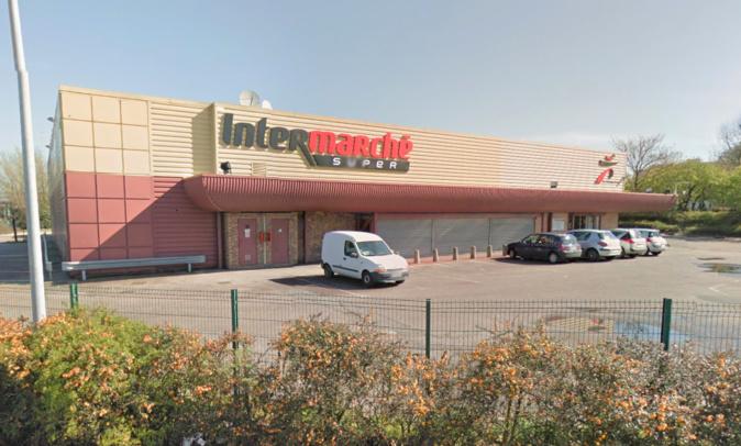 L'incendie s'est déclaré dans les locaux de cet ancien hypermarché situé en bordure de la Sud III à Petit-Quevilly - Illustration © Google Maps