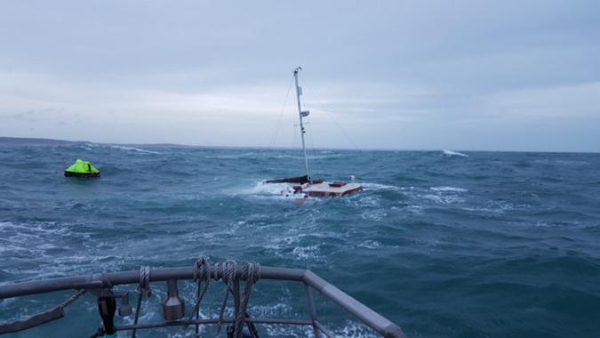 Photo de l'opération de sauvetage publiée par la préfecture maritime sur son compte Twitter