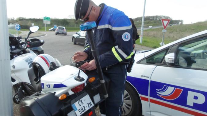 Les motards ont repéré le véhicule qui avait ses feux arrières défectueux - Illustration © infonormandie
