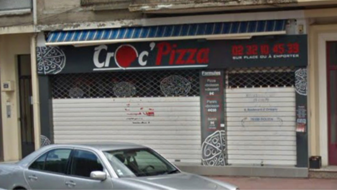 Les cambrioleurs ont opéré en pleine nuit dans cette pizzeria située à quelques centaines de mètres de l'hôtel de police - illustration