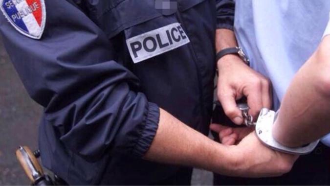Yvelines : il détenait chez lui, à Sartrouville, de la drogue, 9500€ en espèce et 5 téléphones
