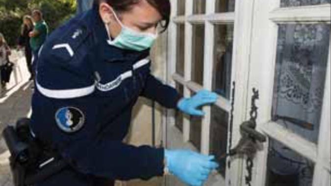 Les techniciens en identification criminelle de la gendarmerie ont procédé à la recherche d'indices et de traces - illustration @ gendarmerie/Facebook