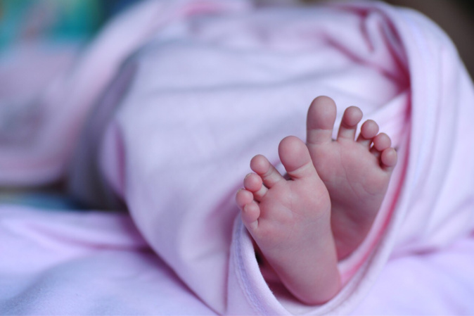 Le petit garçon né dans l'ambulance des sapeurs-pompiers de prénommé Anaël - Illustration @ Pixabay