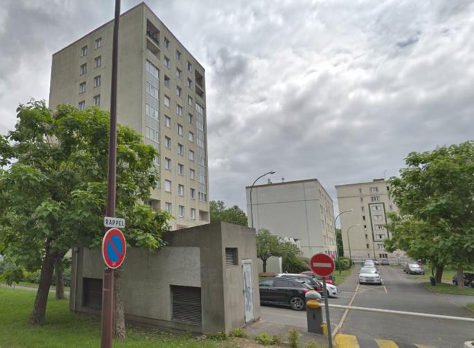 Le feu est parti des caves d'un immeuble de cette résidence, rue Yves du Manoir - Illustration © Google Maps
