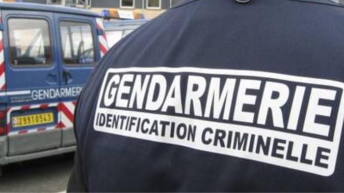 Des investigations de police technique et scientifique sont réalisées depuis ce matin sur la scène de crime par la cellule d'identification criminelle de la gendarmerie - Illustration