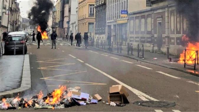 Chaque samedi depuis le début du mouvement des gilets jaunes, mêmes scènes de violences à Rouen  - Illustration © Twitter/DDSP76