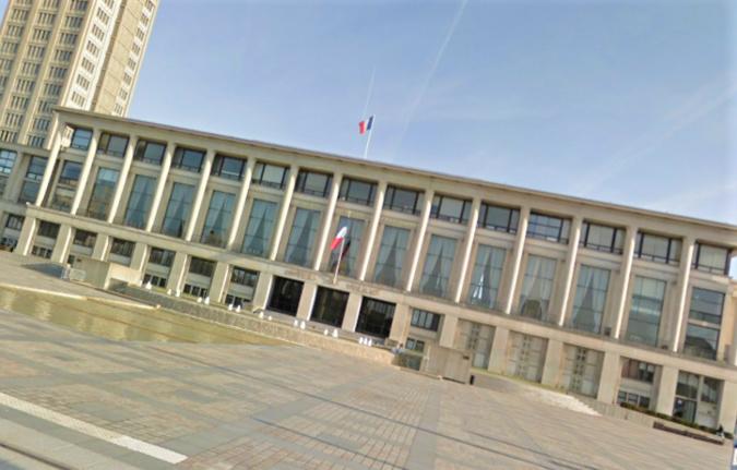 Michel Sironneau est décédé d'un arrêt cardiaque ce matin vers 11 heures à son bureau de l'Hôtel de ville du Havre