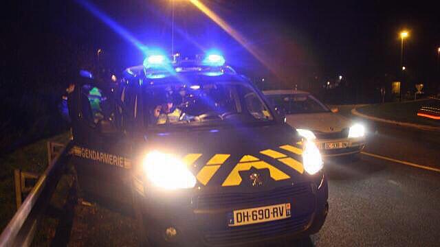 Les gendarmes d'Aumale ont réveillé en sursaut le chauffeur endormi dans sa cabine - illustration