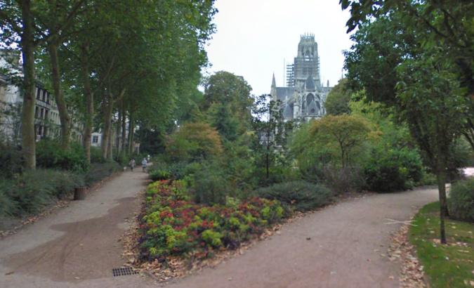 Les jardins de l'hôtel de ville, derrière l'abbatiale Saint-Ouen  - Illustration © Google Maps
