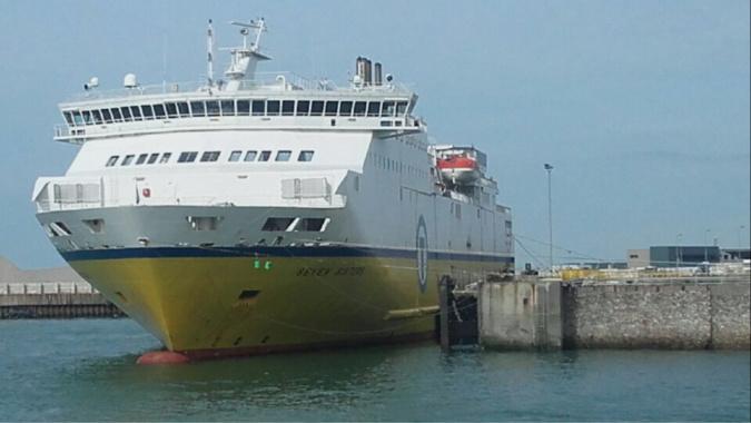 La fuite a été constatée sur la remorque qui attendait pour embarquer sur un ferry - illustration © infonormandie