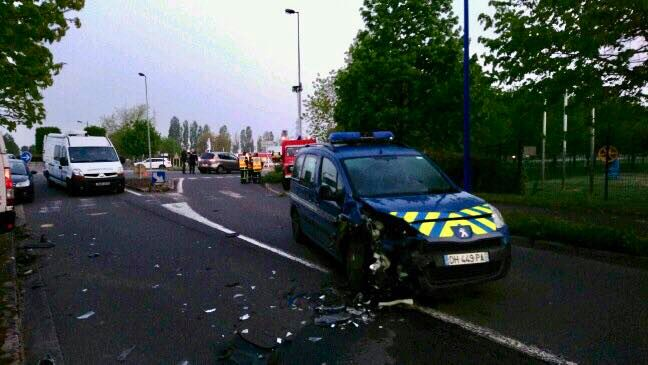 Les malfaiteurs n'ont pas hésité à foncer et à percuter le véhicule des gendarmes qui ont été légèrement blessés Photo © Gendarmerie de l'Eure
