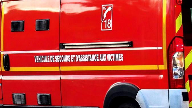 Victime d'un malaise, une jeune fille a été transportée par les sapeurs-pompiers à l'hôpital des Feugrais à Saint-Aubin-lès-Elbeuf - illustration