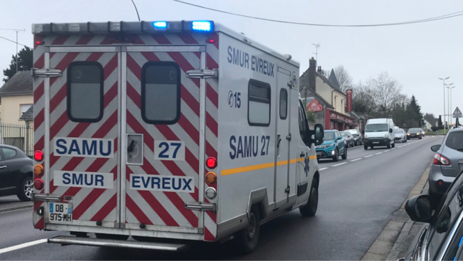 Le médecin du SMUR n'a pu que constater le décès de l'automobiliste - Illustration © infonormandie