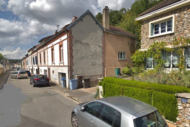 Une quinzaine de M3 de roche friable se sont retrouvés dans la cour arrière d'un immeuble, rue de la Rochette - Illustration © Google Maps
