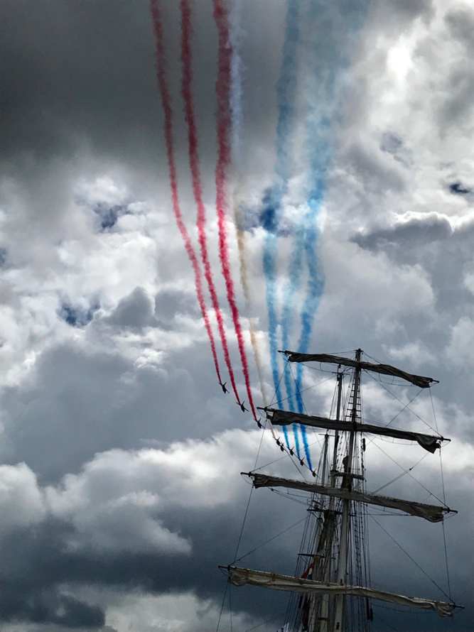 La Patrouille de France se donne en spectacle dans le ciel de Rouen en clôture de l'Armada 2019