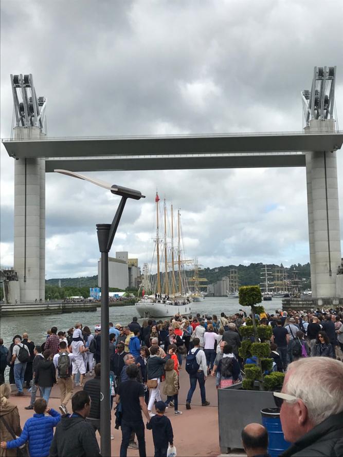 Armada 2019 : Les voiliers quittent Rouen sous les applaudissements nourris de milliers de spectateurs