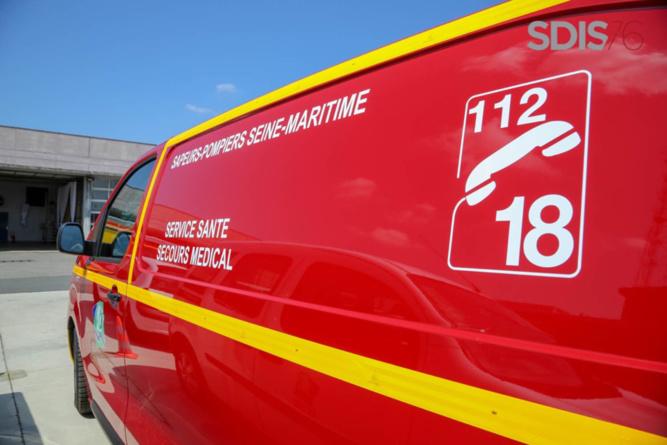Le pilote de la moto a été transporté médicalisé à l'hôpital Jacques-Monod par les sapeurs-pompiers - Illustration @ Sdis76