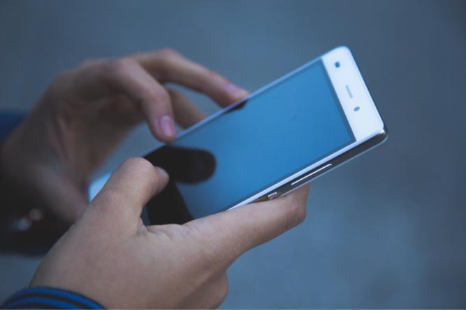 Yvelines : une collégienne traînée au sol et menacée avec un couteau pour son téléphone