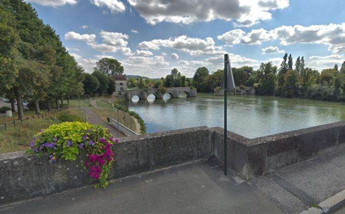 Le drame est survenu à proximité de ce pont. L'homme se baignait dans la Seine malgré l'interdiction  - Illustration © Google Maps