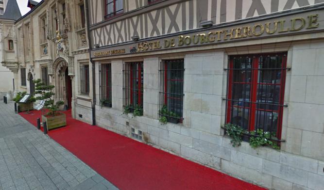 L'Hôtel de Bourgtheroulde, place de la Pucelle - illustration
