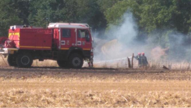 Un ensemble agricole et des ballot de paille détruits par un incendie à Bertreville-Saint-Ouen