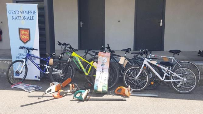 Une partie des objets volés a été récupérée par les gendarmes de Bernay - Photo © Gendarmerie27