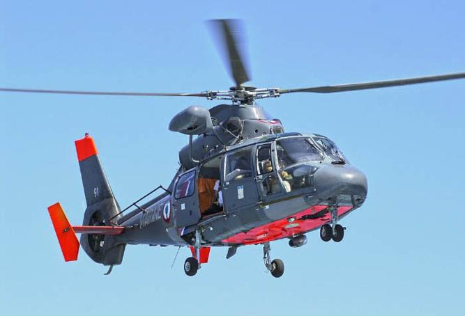 L'hélicoptère Dauphin de la Marine nationale a été engagé avec d'autres moyens de secours - Illustration @ Prémar