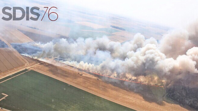Le SDIS76 a recensé 38 feux de culture et de végétation en quelques heures ce jeudi - Photo réalisée depuis l'hélicoptère de la sécurité civile à Monteuil-en-Caux où 25 hectares de récoltes ont brulé