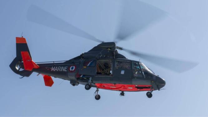 Le marin pêcheur a été treuillé à bord de l'hélicoptère de la Marine nationale et transporté vers le CHU de Rouen - Illustration @ Prémar
