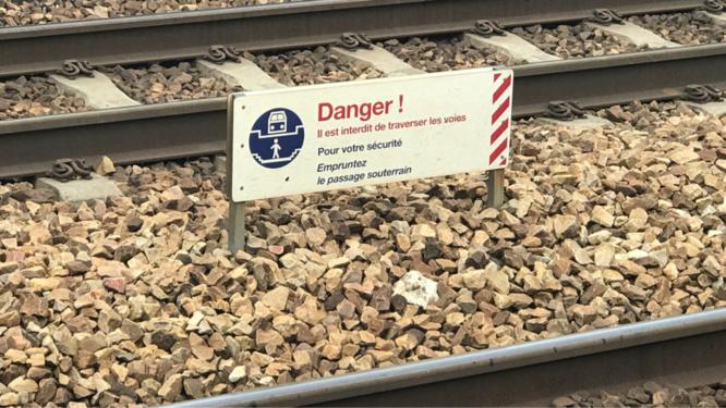 Il insulte le machiniste, jette une pierre sur le train et prend la fuite sur les rails - Illustration @ infonormandie
