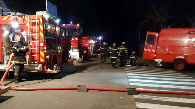 Les flammes ont détruit quelque 2 500 m2 de bâtiment - Illustration